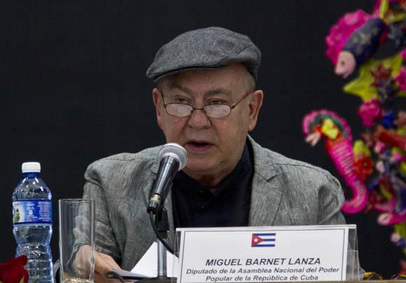 Miguel Barnet durante las palabras pronunciadas en el homenaje a Chávez en Casa de las Américas . Foto: Ismael Francisco/Cubadebate.