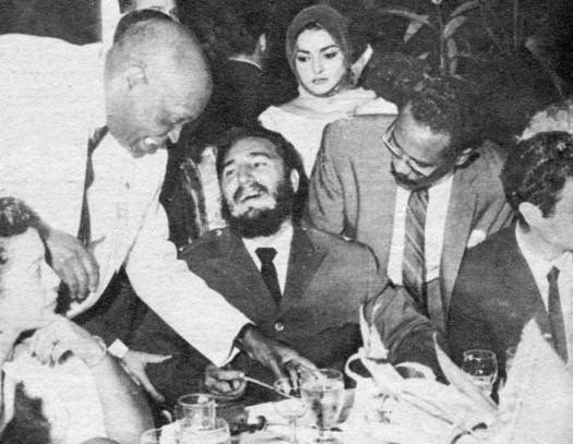 El vicepresidente de la Auto Sales Agency, de New York le solicita un autógrafo a Fidel. Foto: Panchito Cano