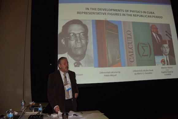 El Doctor en Ciencias Fidel Castro Díaz-Balart realizó una conferencia invitada sobre el desarrollo de la física nuclear y la nano-física en Cuba
