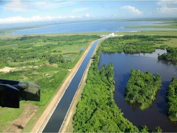 La importante obra hidráulica sirve de enlace a las cuencas hidrográficas del Zaza y del Jatibonico del Sur. Foto: Escambray