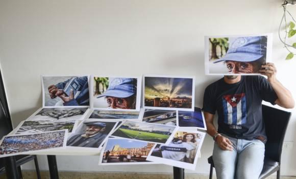 Puso en venta una serie de sus fotos por un valor de 200 pesos cada una, lo mismo que cuesta una entrada al estadio. Foto: Ida Vázquez.