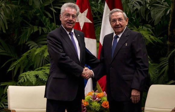 Presidente cubano Raúl Castro recibió hoy en La Habana a su homólogo de Austria