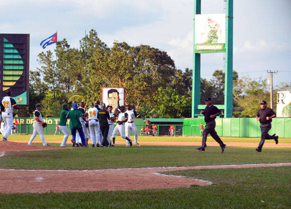 La serie semifinal se empata. Foto: Khateryn Felipe / Cubadebate