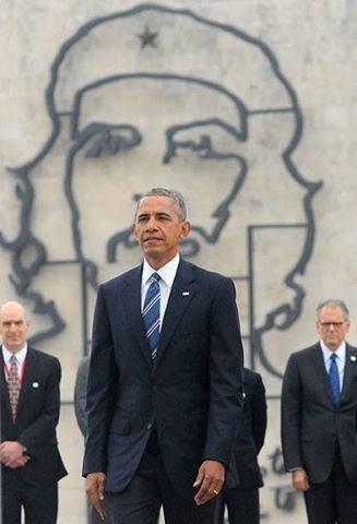 """Foto viral en las redes sociales. El Che """"observa"""" a Obama. Foto: Ricardo López Hevia/Granma."""
