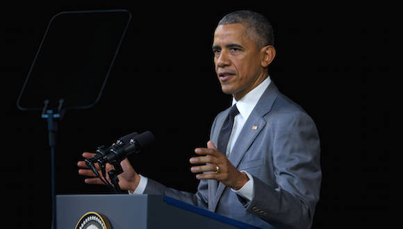 "Barack Obama mira el teleprompter en El Gran Teatro de La Habana ""Alicia Alonso"" Foto: Pablo Martinez Monsivais/ AP"