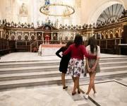 La Primera Dama con Malia y Sasha en La Catedral de la Virgen María de la Concepción Inmaculada en La Habana Vieja. / The First Lady with Malia and Sasha at La Catedral de la Virgen Maria de la Concepcion Inmaculada in Old Havana.