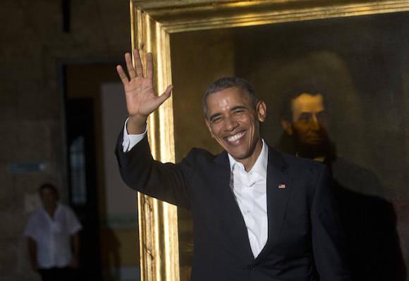 En el Palacio de los Capitanes Generales junto a una imagen de Abraham Lincoln. Foto:  Ramón Espinosa/ AP