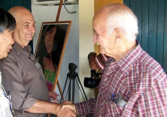 Pantoja y Pedro Méndez, dos buenos amigos galardonados con el Premio Nacional de Periodismo José Martí por la Obra de la Vida. Foto: Archivo de Vanguardia