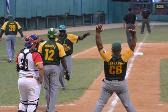 Pinar del Río abrió la semifinal derrotando a Matanzas 12-2. Foto: Katheryn Felipe / Cubadebate