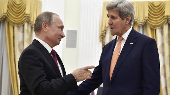 El presidente de Rusia, Vladimir Putin (izda.), recibe en el Kremlin al secretario de Estado de EEUU, John Kerry, 24 de marzo de 2016.