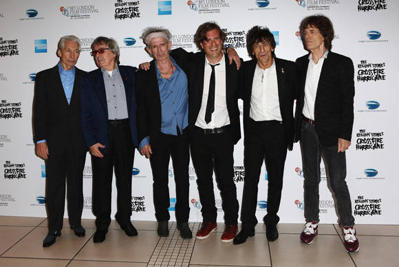 De izq. a der. Charlie Watts, Bill Wyman, Keith Richards, Brett Morgan, Ronnie Wood y Mick Jagger. Foto: Tim Whitby/Getty Images.