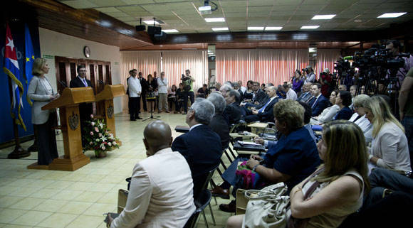 Ambas autoridades ofrecieron declaraciones en el teatro Camilo Cienfuegos del MINREX. Foto: Ismael Francisco/Cubadebate.