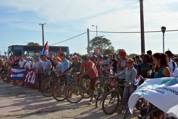 Los jóvenes llegaron en bicicleta.