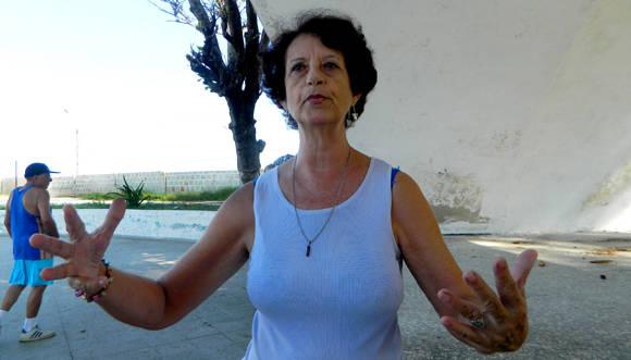 Rosa María Arias González, cantante lírica que asiste al grupo terapéutico de la mañana, recomiendo a niños y a adultos con padecimientos o sin ellos que practiquen ejercicios. Foto: Susana Tesoro/ Cubadebate.