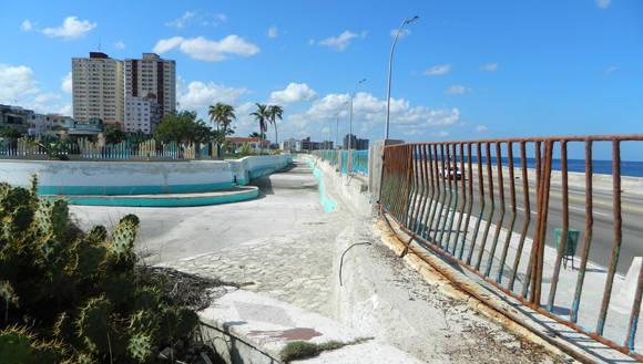 El canal para prácticas de Kayac permanece seco hace muchos años. Foto: Susana Tesoro/ Cubadebate.