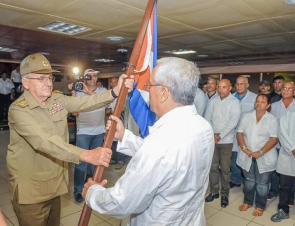 Parte hacia Ecuador personal de salud cubano en misión solidaria tras el terremoto