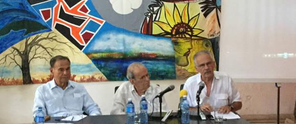 Alí Rodríguez, Ricardo Alarcón y Germán Sánchez expusieron anécdotas sobre el Comandante Hugo Chávez. Foto: Cubadebate.