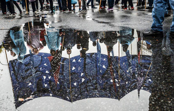 La lluvia no impidió que el pueblo se reuniera. Foto: Kaloian/ Cubadebate.