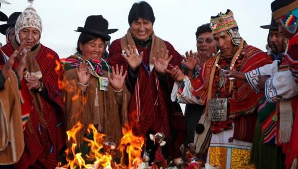 Presidente boliviano, Evo Morales, en ceremonia con los pueblos indígenas de su país. Foto: Archivo.
