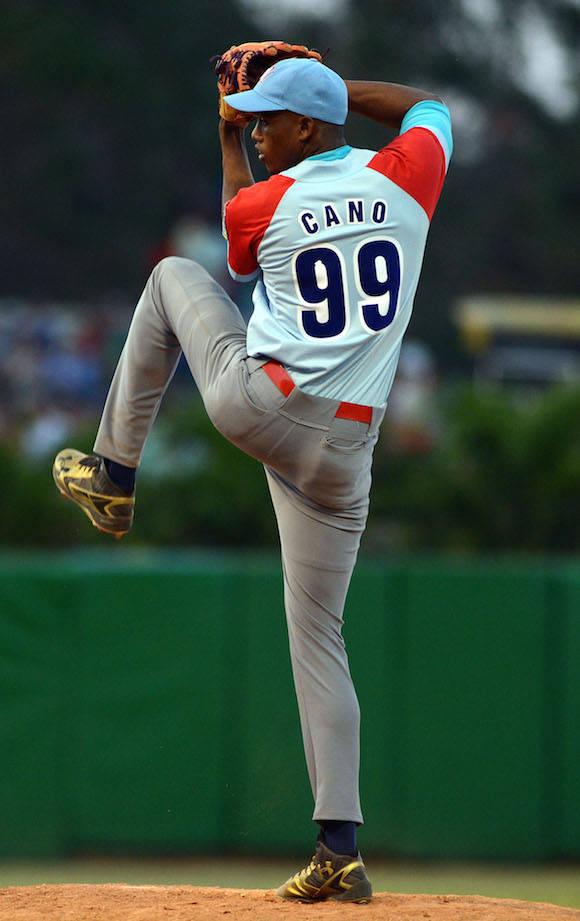Beisbol-Final-Serie-55-CA vs PR 3ser play gana ciego 6 x 5 Yenier Cano. Foto: Ricardo López Hevia/ Granma