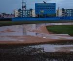 Afectaciones en el terreno de juego por las intensas lluvias, impidieron que se jugara el sexto partido del play off final entre los equipos Vegueros de Pinar del Rio y Tigres de Ciego de Ávila, en el estadio José Ramón Cepero, en la capital avileña , el 15 de abril de 2016. ACN FOTO/Marcelino VAZQUEZ HERNANDEZ/