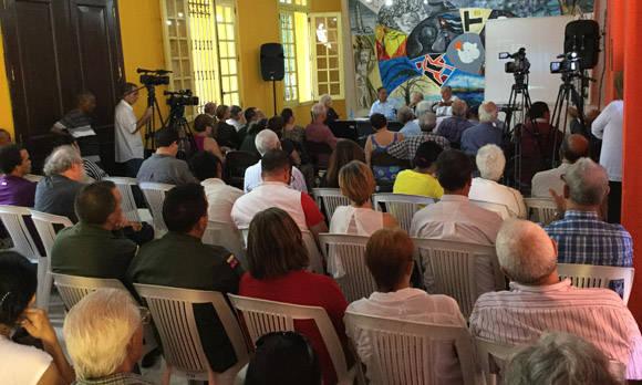 El público, luego de escuchar las anécdotas del panel, tuvo una participación activa. Foto: Cubadebate.