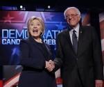 Los aspirantes a la nominación del Partido Demócrata de Estados Unidos Hillary Clinton (a la izquierda) y Bernie Sanders. Foto: Reuters