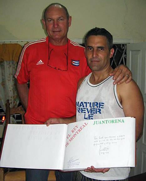 Con Alberto Juantorena. Foto: Cortesía del entrevistado.