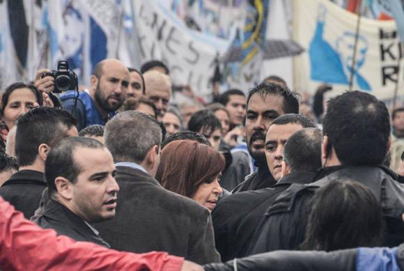 Todos querían saludar a la líder. Foto: Kaloian/ Cubadebate.