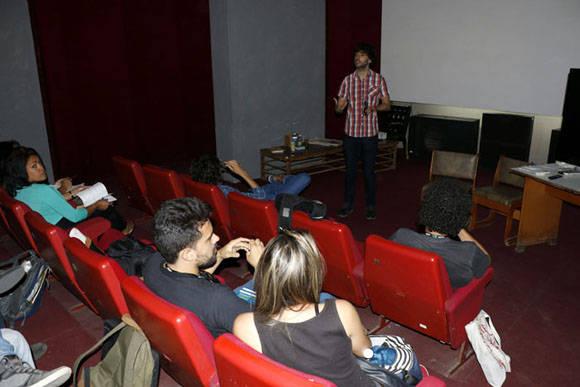 """Diego San José en Cuba impartió el curso """"El guion de humor es cosa seria"""". Foto: ACN."""