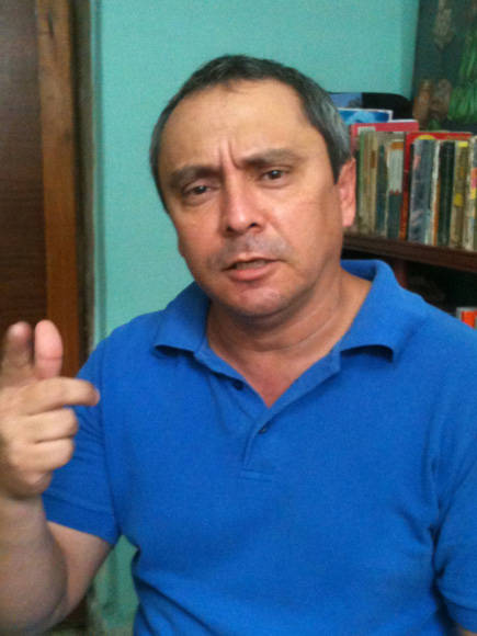 El único Doctor en Ciencias de Holguín en el campo de las Matemáticas adora las canciones de Sabina.