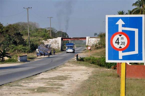 El accidente ocurrió en la salida de Jatibonico hacia Ciego de Ávila. Foto: Vicente Brito/ Escambray.