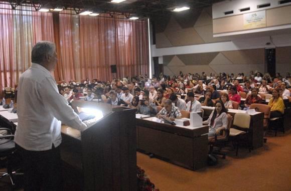 La presentación de la Enciclopedia Cubana, mil preguntas, mil respuestas este sábado fue valorada por Miguel Díaz- Canel Bermúdez. Foto: Trabajadores.