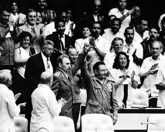 Fidel y Raúl Castro en el Quinto Congreso del Partido. Foto: Ismael Francisco.