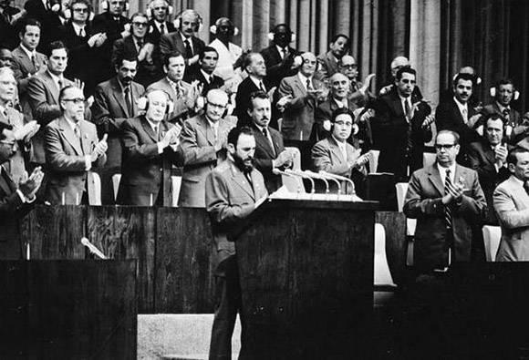 Intervención de Fidel Castro en el Primer Congreso del Partido Comunista de Cuba,  celebrado en diciembre de 1975. Foto: Granma.