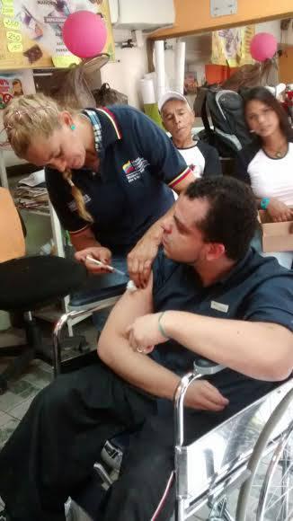 Jornada de vacunación en Consejo Comunal El poder de la Comunidad, Sector La Cruz, Catia, Parroquia Sucre, Caracas. Foto: Cortesía del autor.
