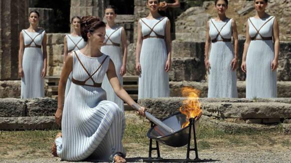 La ceremonia del encendido de la llama olímpica se llevó a cabo en Olimpia, Grecia. Foto: Reuters
