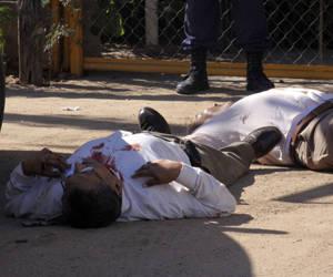 La escena del asesinato de Aurelio Fausto Cháidez Chavarín, ex alcalde de Angostura. Foto: Juan Carlos Cruz/ Proceso.