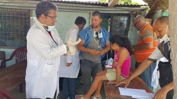 Los médicos y especialistas cubanos en el terremoto en Ecuador. Foto: Muro de Facebook del Dr. Vigil Fonseca