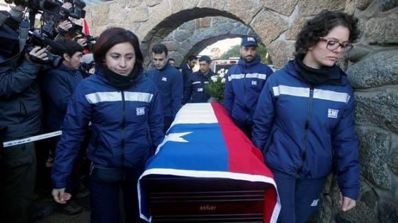 Los restos de Pablo Neruda descansan definitivamente frente al mar de Isla Negra. Foto: EFE.