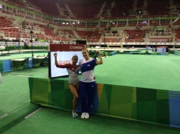 Marcia Videaux y su joven entrenadora Yareimi Vázquez. Foto: Tomada de la cuenta de Facebook del entrenador Carlos Rafael Gil