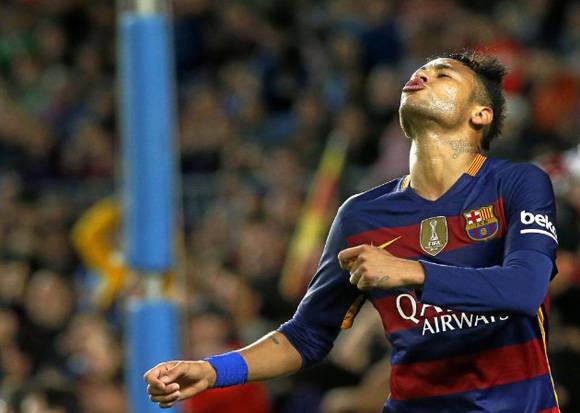 No fue un buen día para Neymar, aunque consiguó un gol de penalti. Foto: Francesc Adelantado/ Marca.