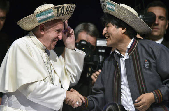 El Papa Francisco y Evo Morales han sostenido varios encuentros. El Sumo Pontífice viajó a Bolivia en 2015 y el jefe de Estado de Bolivia estuvo en el Vaticano en 2013. Foto: AFP.