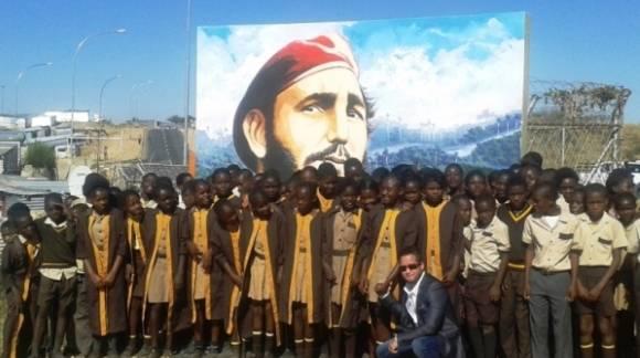 Pintura de Fidel en Escuela namibia 580