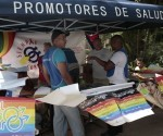 Promotores de salud realizan actividades de prevención contra el virus de inmunodeficiencia humana (VIH) en un municipio de La Habana, en Cuba. Foto: Tomada de www.ipsnoticias.net (Archivo)