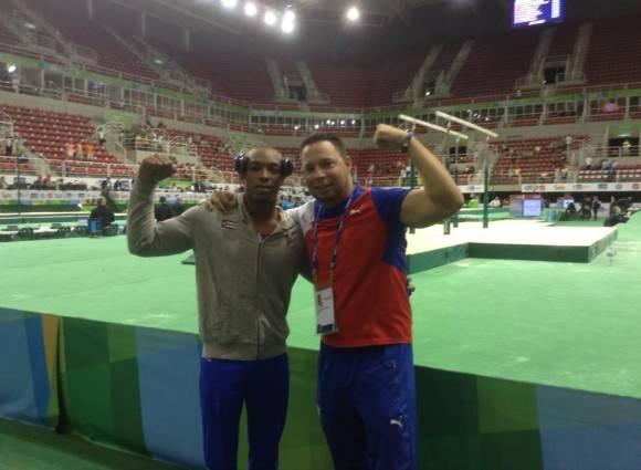Randy Lerú junto a Carlos Rafael Gil Hernández. Foto: Tomada de la cuenta de Facebook del entrenador Carlos Rafael Gil