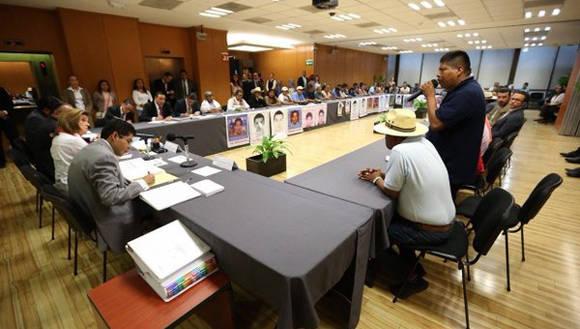 Acuerdan continuar investigación de normalistas desaparecidos en Ayotzinapa