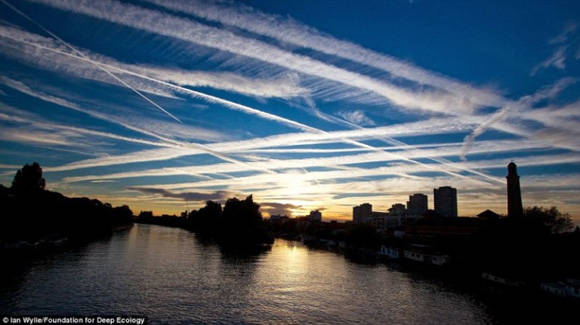 Rutas de trafico aereo excesivo sobre Londres.