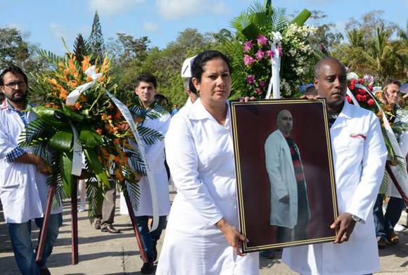 Trabajadores de la Salud Pública despiden a Eric Omar Pérez de Alejo Quesada. Foto: Arelys María ECHEVARRÍA RODRÍGUEZ/ACN