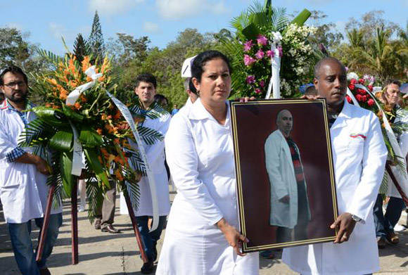 Villa Clara despide a médico fallecido en terremoto de Ecuador